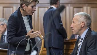 Karin Keller-Sutter (FDP/SG) und Konrad Graber (CVP/LU) haben im Parlament eine Änderung der Regeln über Arbeits- und Ruhezeiten angestossen. Die Ständeratskommission hat nun Gesetzesprojekte ausgearbeitet. (Archiv)