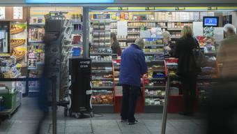 """Die Valora-Gruppe, welche die k kioske"""" betreibt, hat im ersten Halbjahr mehr Gewinn erzielt. (Archivbild)"""