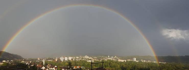 Ein grosser Regenbogen, fotografiert in Umiken/Brugg.