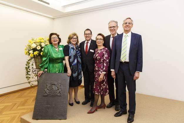 v.l. Jeanette de Vigier, Anne Sweetbaum-de Vigier, Andreas Eng, Norah de Vigier, Dr. Raoul Stampfli, Autor Dr. Benno Schubiger