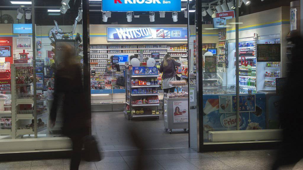 Die Kioskbetreiberin Valora entwickelt sich zur Finanzdienstleisterin für Gastarbeiter und Immigranten aus den Balkanstaaten.