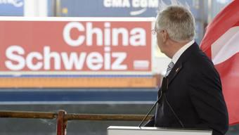 Bundesrat Schneider-Ammann traf den Chinesischen Vertreter zum Inkrafttreten des Freihandelsabkommens. Das wurde nicht nur begrüsst.