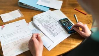 Mit verschiedenen Massnahmen will der Regierungsrat ein drohendes Defizit von 153 Millionen Franken im Jahr 2018 verhindern