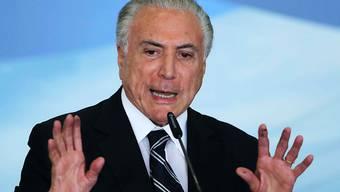 Der frühere brasilianische Präsident Michel Temer muss wegen seiner mutmasslichen Verwicklung in einen gigantischen Korruptionsskandal zurück ins Gefängnis. (Archivbild)