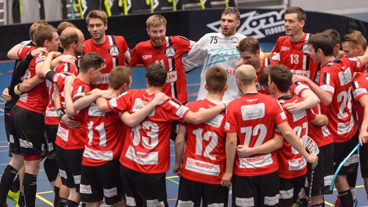 Die Basler Unihockeyaner jubeln über einen weiteren Sieg.