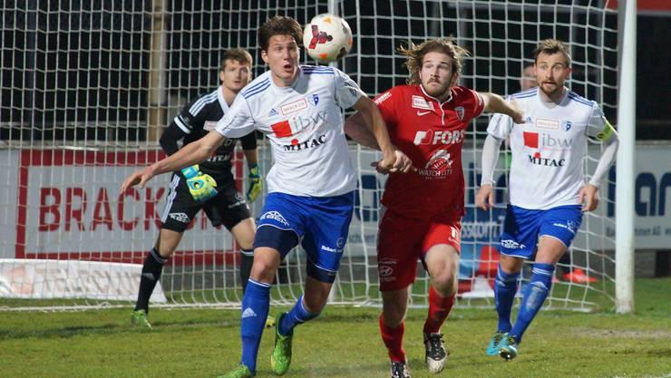 Brennpunkt Wohler Strafraum: Biels Nico Siegrist (rotes Dress) gegen die FCW-Verteidiger Bühler (links) und Winsauer. ruedi burkart