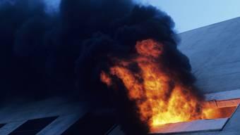 Im 16-stöckigen Hochhaus brach mitten in der Nacht ein Brand aus. (Symbolbild)