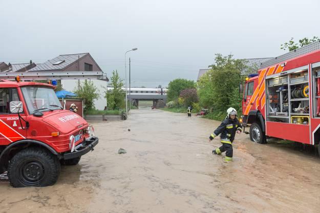 Altreu wurde einmal mehr überflutet - die Feuerwehr steht im Dauereinsatz