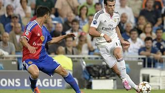 Auf der grossen Bühne: FCB-Safari (Links) im Duell mit Gareth Bale.