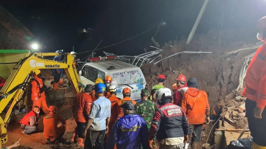 Mindestens elf Tote nach Erdrutsch in Indonesien