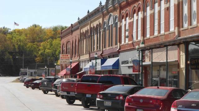 Die Hauptstrasse des 800-Seelendorfes Hooper, Nebraska. / Benjamin Weinmann