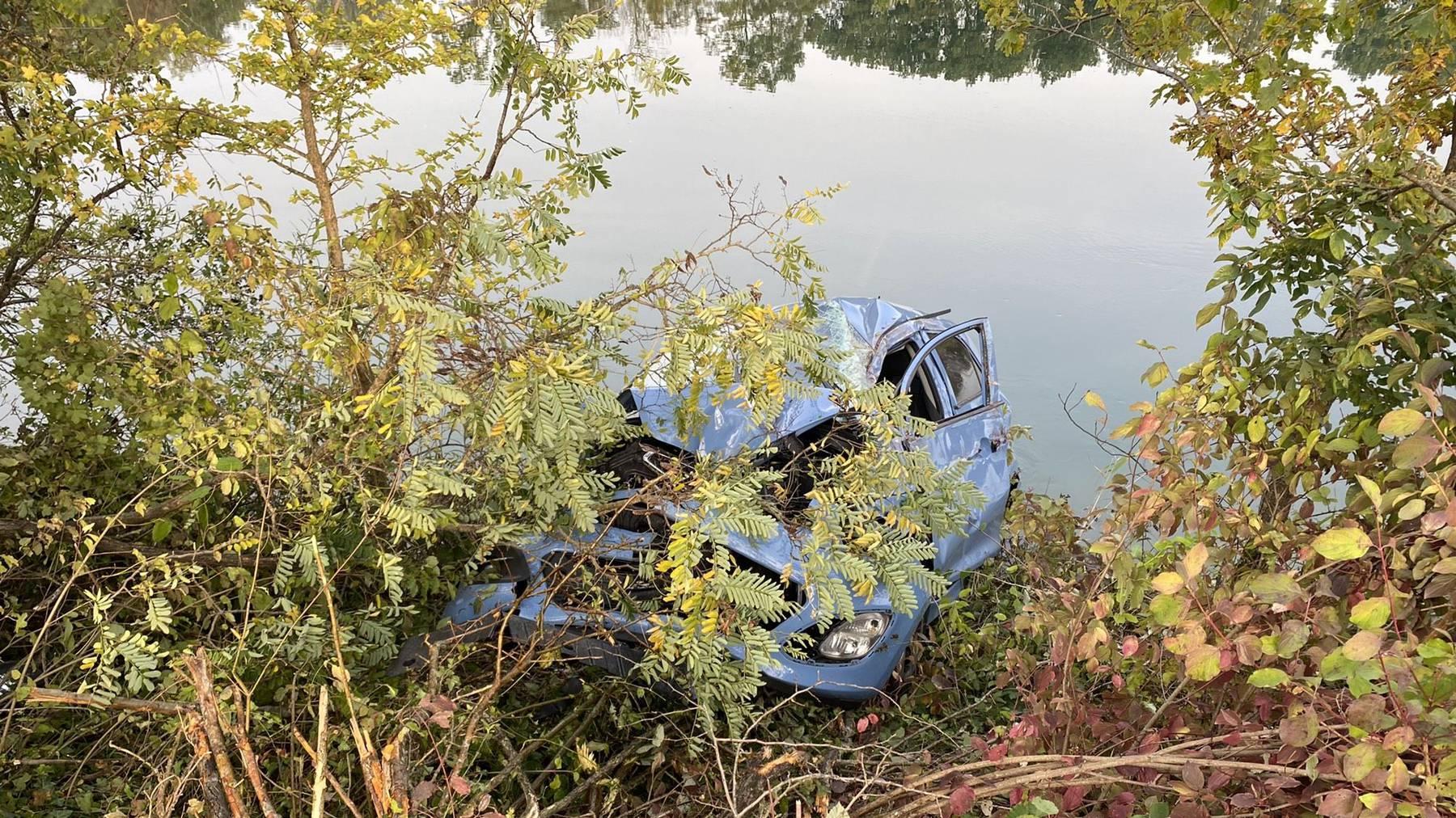 Die Fahrerin konnte leicht verletzt geborgen werden.