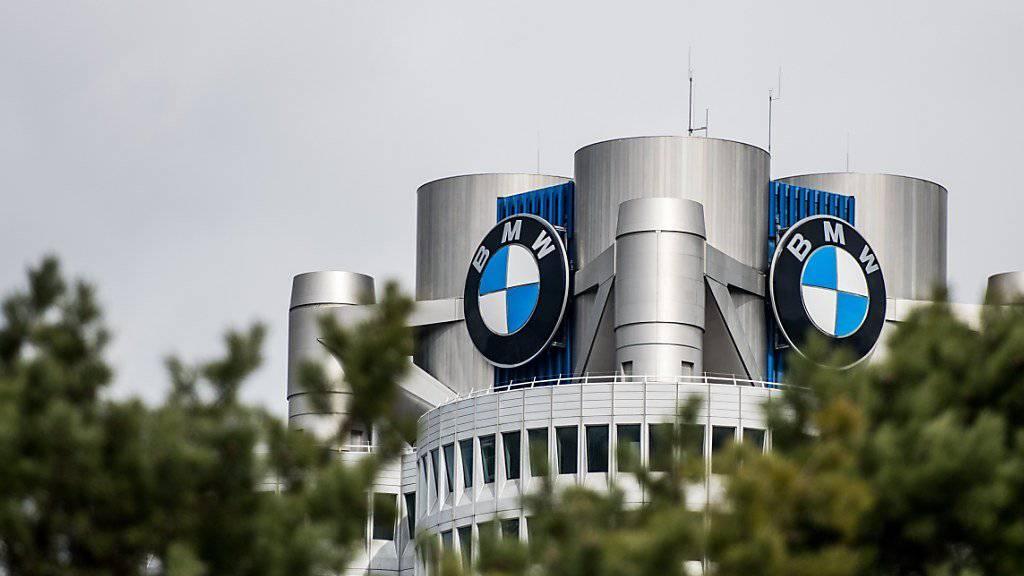 Der Münchner Autobauer BMW hat 2018 den Autoabsatz gesteigert, bleibt aber mit seiner Kernmarke weiter hinter dem Erzrivalen Daimler zurück. (Archivbild)