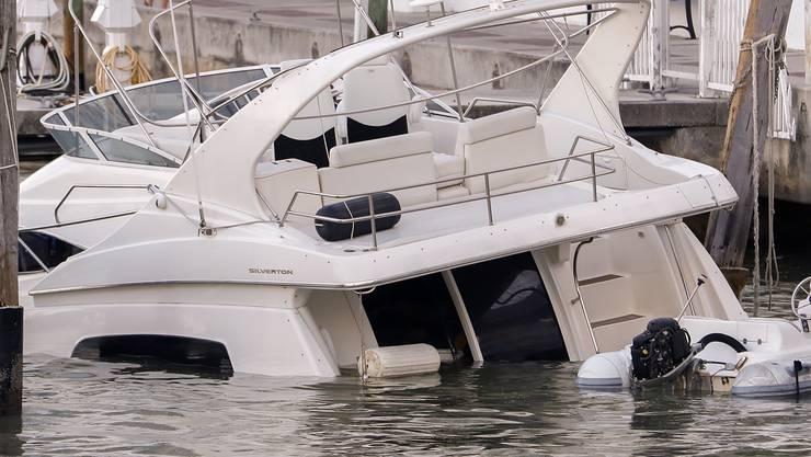 """Yacht unter Wasser: In Miami hat Hurrikan """"Irma"""" vor nichts halt gemacht."""
