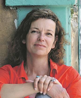 Die Schriftstellerin zog 1998 mit ihrer Familie für acht Jahre nach San Francisco. Zurück in der Schweiz, gründete sie eine «Schreibschule». 2015 zog sie erneut in die USA, diesmal nach New Mexico.