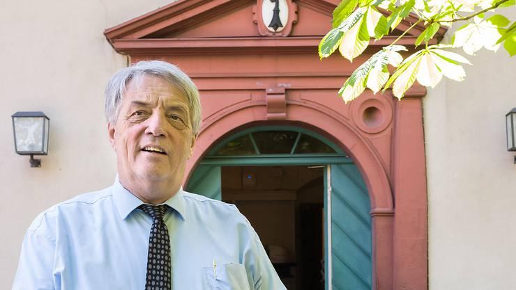 Peter Wyss führt die Walliserkanne.