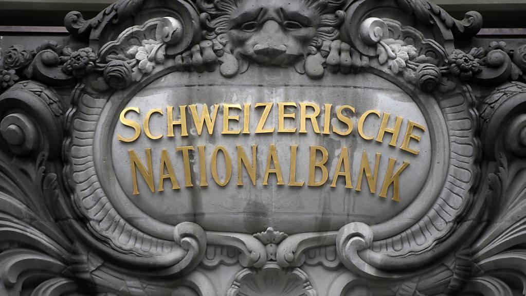 Die USA behalten die Schweizer Währungspolitik und damit die Devisenkäufe der SNB kritisch im Auge. Gemäss einem Bericht des US-Schatzamts vom Mittwoch erfüllt die Schweiz neu alle Kriterien, die als Indiz für die Währungsmanipulation gelten. (Archivbild)