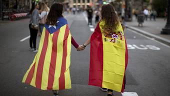 Der spanische Ministerrat ist zu Beratungen über Zwangsmassnahmen zur Beendigung der Unabhängigkeitsbestrebungen in Katalonien zusammengekommen.