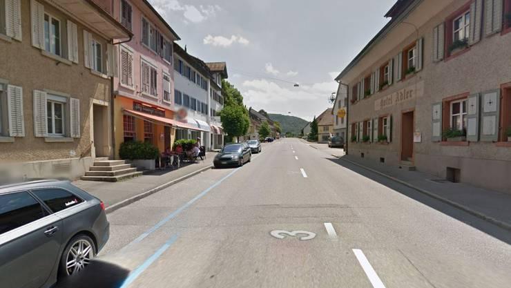 Die Hauptstrasse in Frick: Der neue Parkierungsreglement soll eine hohe Verfügbarkeit der Parkplätze im Zentrum sicherstellen.