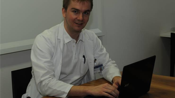 Arzt und Unternehmer: Christian Greis ist Assistenzarzt im Unispital, daneben gründete und leitet er das Start-up «derma2go». ZVG