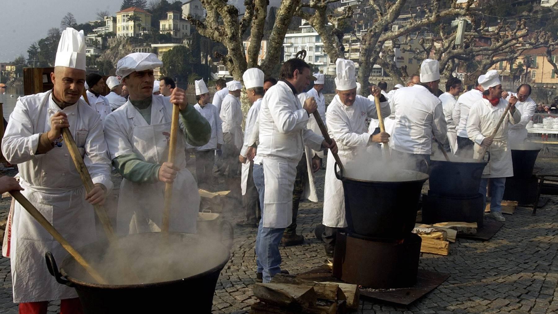 Die Tessiner Fasnächtler müssen 2021 auf Umzüge verzichten und sich mit den traditionellen «Risottate» begnügen, wie hier in Ascona.