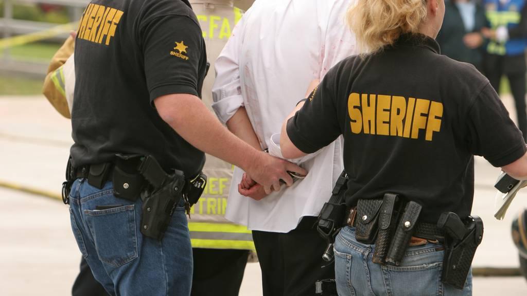 Mehrere selbsternannte Sheriffs stehen vor Gericht wegen Amtsanmassungen und Drohungen.