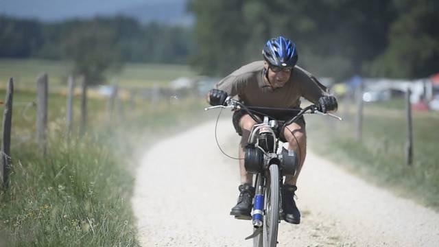 Nostalgie auf zwei Rädern: Das Solex-Rennen am Tessenberg bei Biel