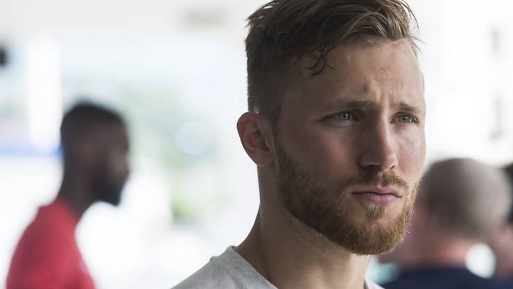 Silvan Widmer hat beim FC Basel einen Vierjahresvertrag unterschrieben.