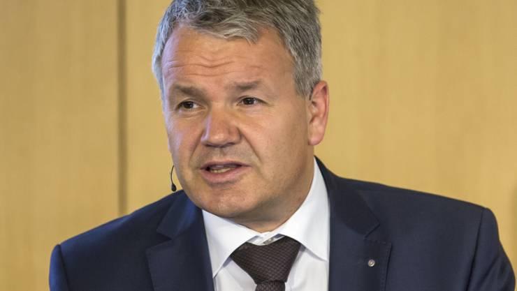Felix Weber, Vorsitzender der Suva-Geschäftsleitung, erklärt in Luzern, wieso die Suva Reserven abgebaut und damit ein negatives Ergebnis in Kauf genommen hat.