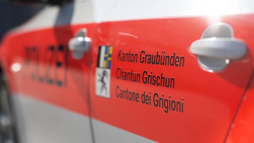 Beinverletzungen zog sich der 67-jährige Motorradfahrer in Chur beim Zusammenstoss mit einem Auto zu. (Archivbild)