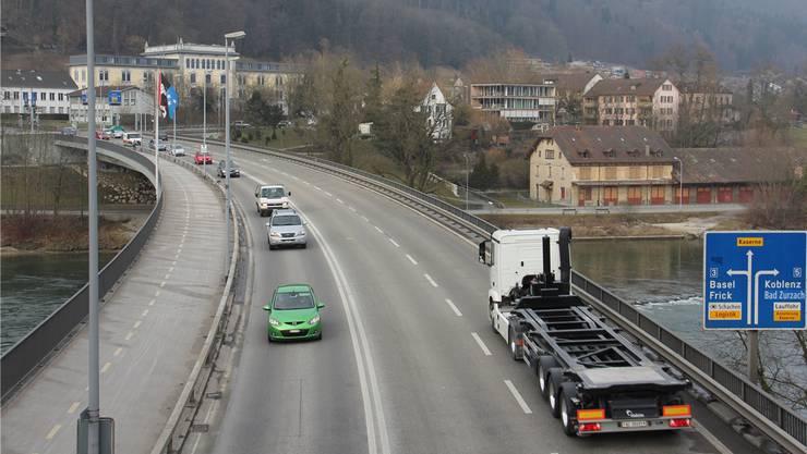 Die Brücke der mittleren Umfahrung in Brugg – zwischen Neumarkt- und Casino-Knoten – verleitet viele Autofahrer zum Gasgeben.