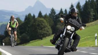 Zum Anstieg der tödlichen Unfälle mit Motorrädern trug vermutlich das aussergewöhnlich milde Wetter im Sommer 2015 bei. (Symbolbild)