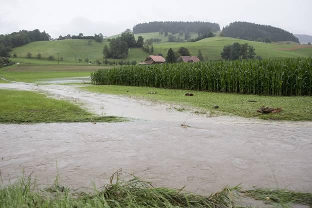 Bahnstrecke überflutet zwischen Emmenmatt und Konolfingen.
