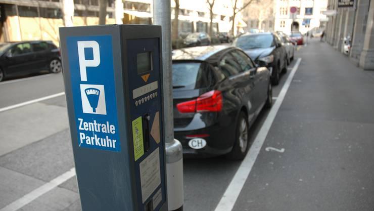 Ein seltener werdendes Bild: Parkplätze in Städten stehen unter Druck.