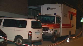 Im Zürcher Oberstrass-Quartier ist am Donnerstagabend an der Frohburgstrasse eine tote Person gefunden worden. Die Spurensicherung war vor Ort. Die Todesursache ist noch unklar.