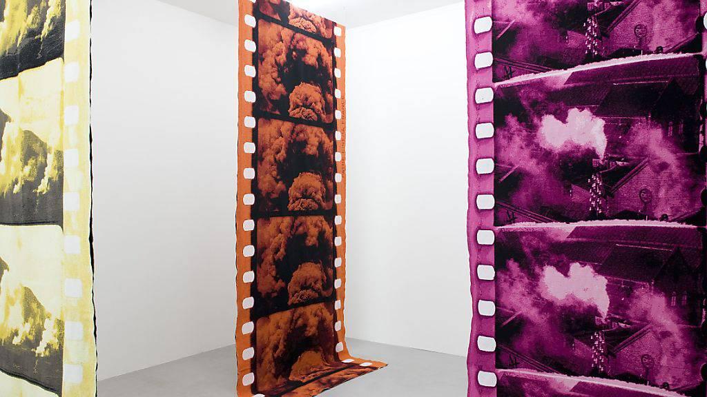 Die Installation «All That Slides, Strikes, Rises and Falls» (2015) von Alexandra Navratil ist Teil der Ausstellung «Color Mania» im Fotomuseum Winterthur. Sie dauert vom 7. September bis 24. November 2019.