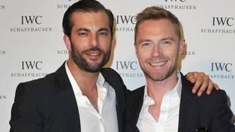 Bligg (links) mit dem Sänger Ronan Keating in Cannes