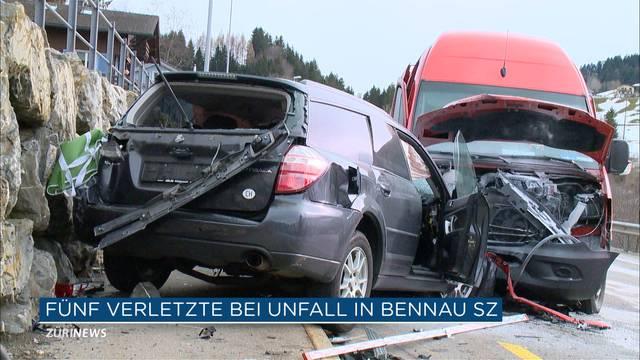 5 Verletzte bei Verkehrsunfall in Bennau SZ