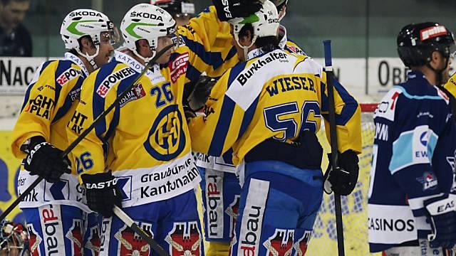 Jubelnde Davoser Spieler nach dem 1:0 in Rapperswil-Jona.