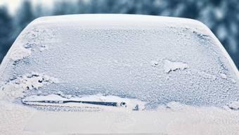 Vereiste Windschutzscheibe: Gut Putzen lohnt sich, sonst kann es teuer werden. (Symbolbild)