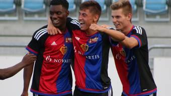 Die jungen Basler bejubeln den späten Ausgleich: Pululu (links), bewahrt den FCB U21 vor einer Niederlage.
