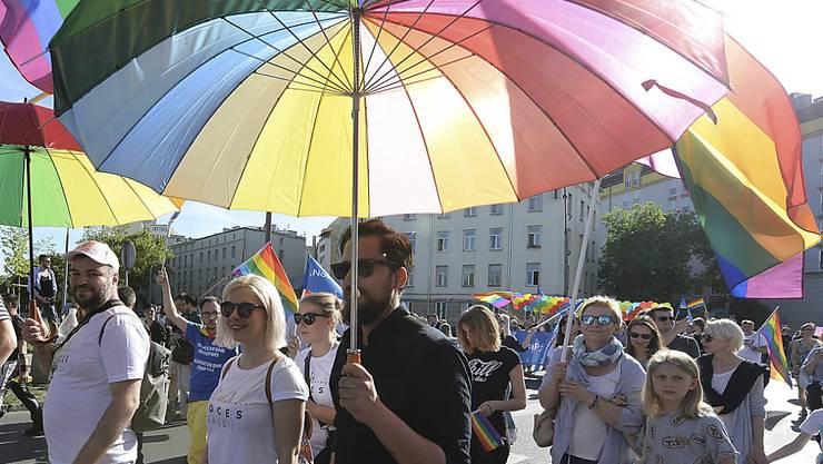 """Teilnehmer der """"Gleichheitsparade"""" am Samstag in Warschau."""