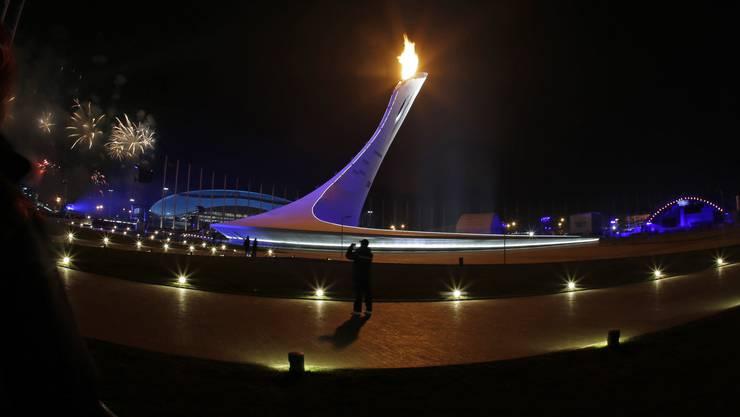 Die olympische Flamme brennt