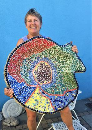 Loes Burri mit Mosaikmuschel