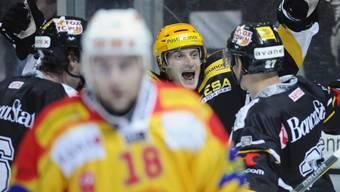 Hnat Domenichelli (m.) feiert mit Lugano Kantersieg gegen Langnau