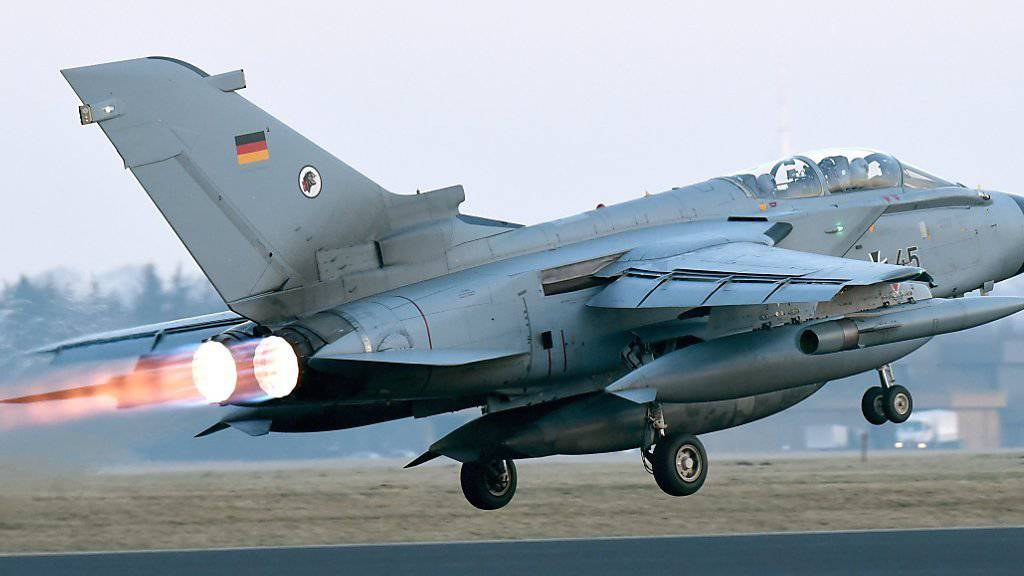 Keine Aufklärungsflüge im Dunkeln: Deutsche Tornados bleiben wegen neuer Software nachts am Boden. (Archiv)
