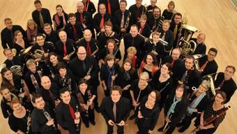 65 Musikerinnen und Musiker spielen aktuell im Harmonieblasorchester musiXmaX.