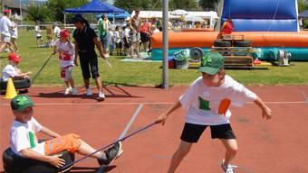 Kinder nutzen den Rubtan- und den Rasenplatz nicht nur wie hier an einem Jugendfest, sondern auch in der Freizeit.AZ/Archiv