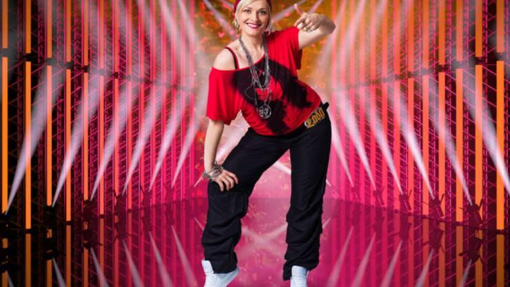 """Die Moderatorin, Schauspielerin und Kabarettistin Susanne Kunz ist einer von zehn Promis, welche die SRF-Tanzshow """"Darf ich bitten?"""" gewinnen wollen. (zVg)"""