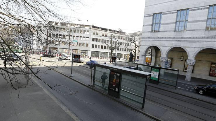 Unter diesen Asphalt soll es zu liegen kommen: Das Parking Kunstmuseum.
